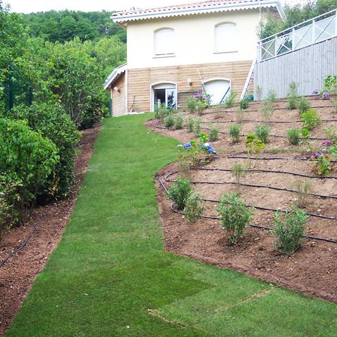 Cr ation d 39 un jardin paysager limonest 69 atelier for Entretien jardin 69