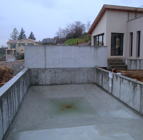 Cr ation d une piscine en b ton brut villette de vienne for Piscine en beton