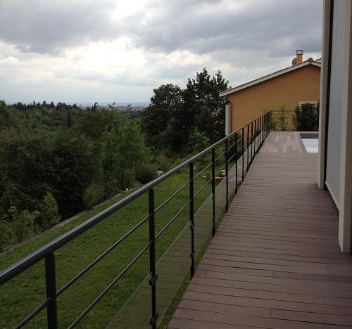 Terrasse autour d'une piscine – St Cyr au Mont d'Or (69)